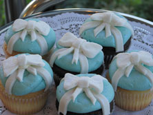 Bow Cakes